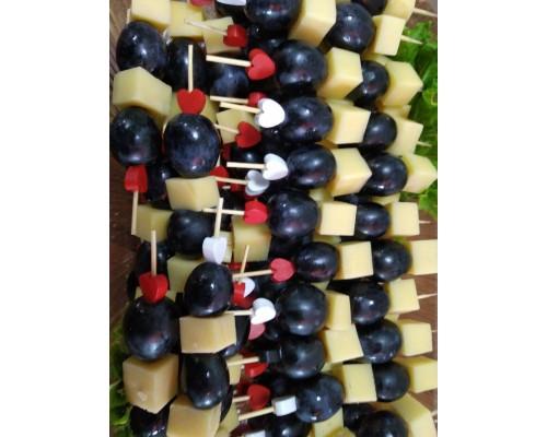 Канапе сырно-фруктовое