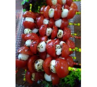 Канапе из помидора черри и адыгейского сыра