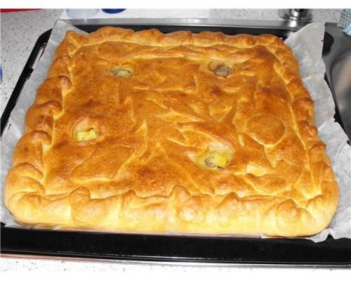 Пирог с говядиной и луком