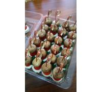 Канапе грибочки на пенечке (грибы, сыр сливочный, помидор, зелень)