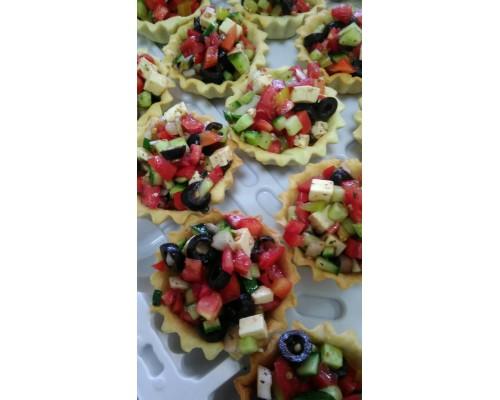Тарталетка с салатом «Греческий»